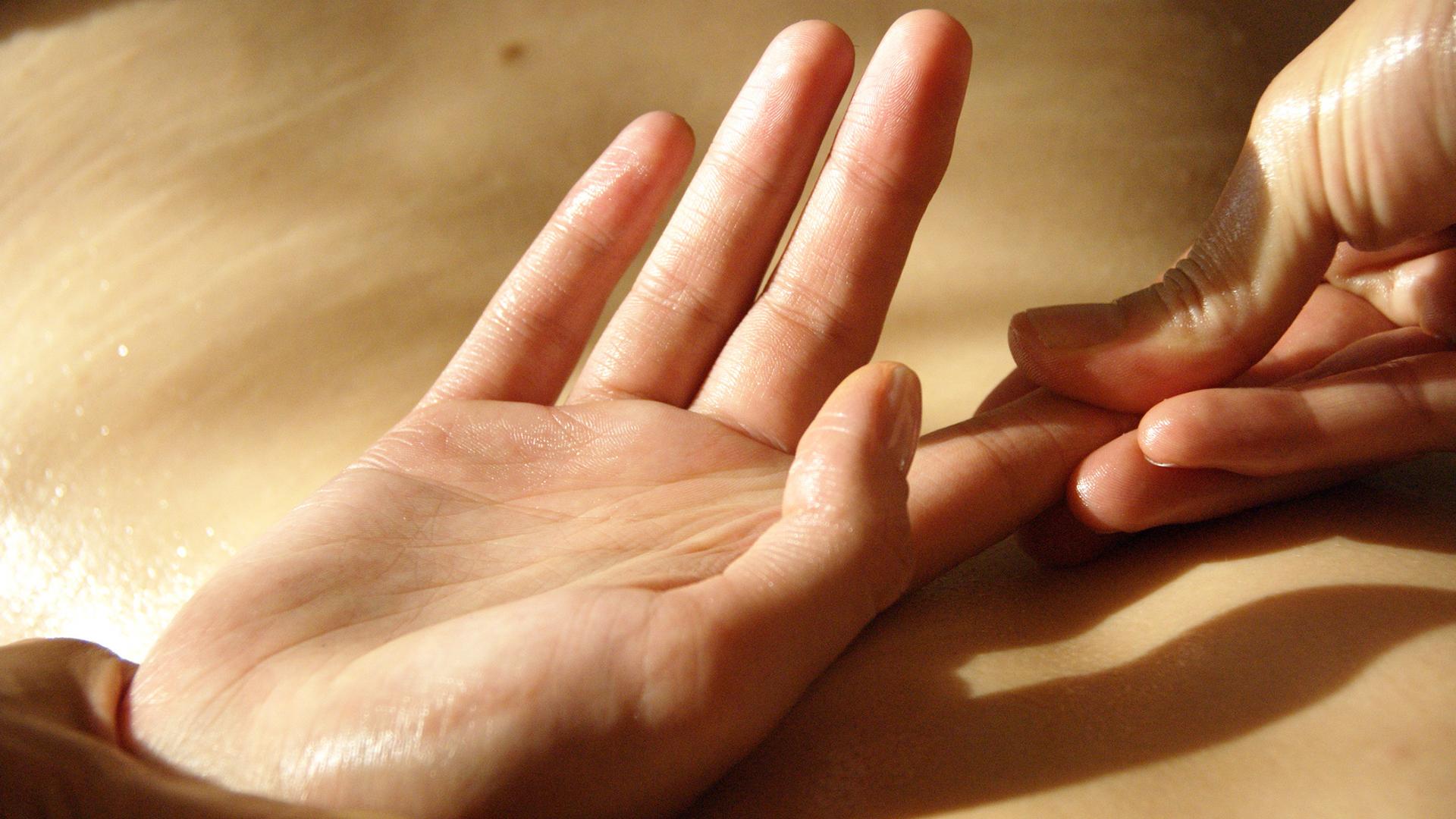articulațiile degetelor mâinilor unui masaj durere de gleznă, dar nu articulație